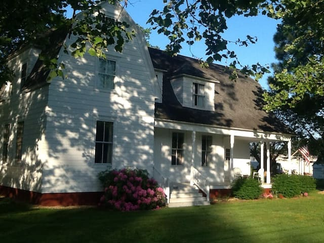 1892 updated Spacious colonial home