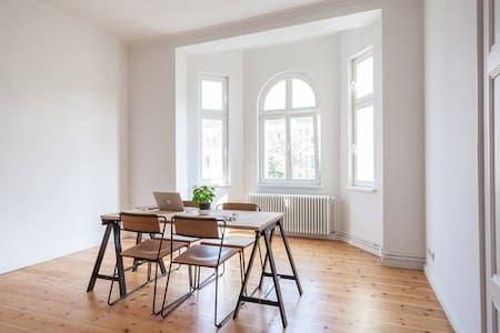 Bright Bedroom in Modernist Flat - Berlin