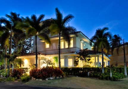 High End Beachfront House - Dorado