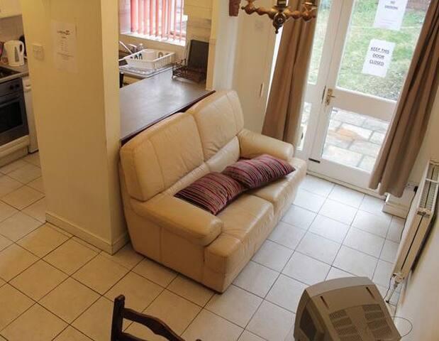 En-suite Double room available - London - House