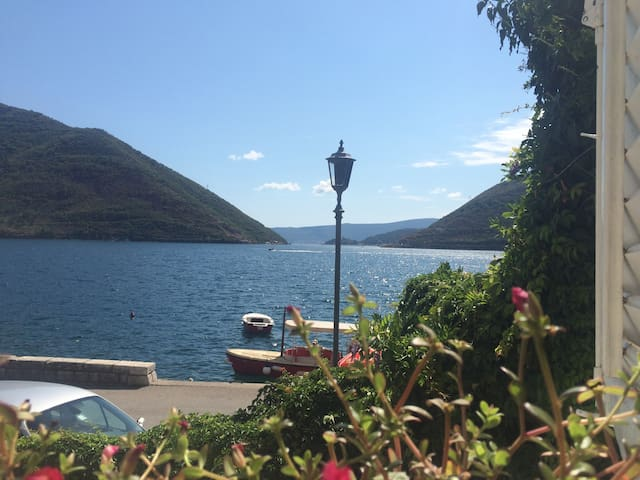 Waterfront apartment in Perast - Perast - Apartemen