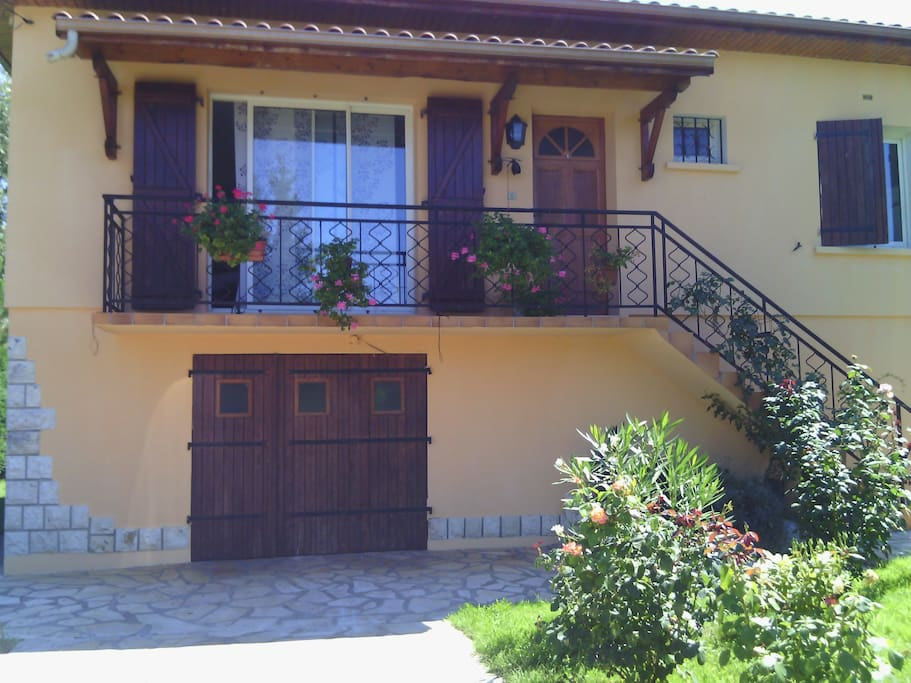 chambre houses for rent in villeneuve sur lot aquitaine france. Black Bedroom Furniture Sets. Home Design Ideas