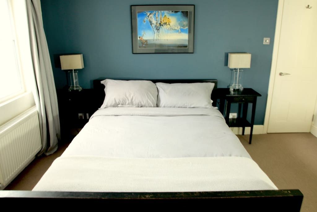 Large super comfy Kingsize bed!