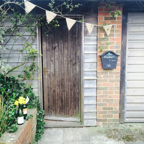 Cosy Charming Cottage - South Downs - Lane End - Apartament