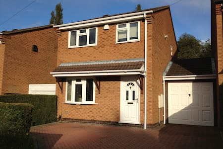 Cosy 3 Bed Modern House Birmingham