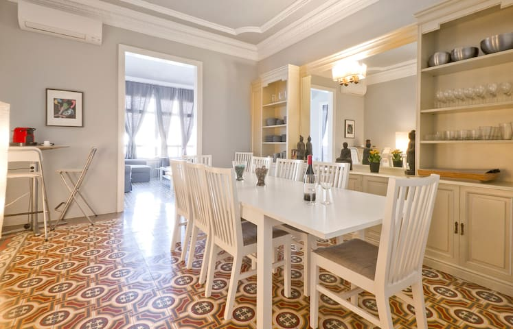 BIG and Stylish flat near SAGRADA FAMILIA!!!