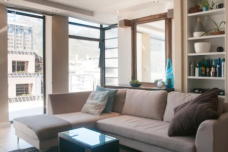City Room on Top Floor | Monthly Discount Offered - Lejlighed