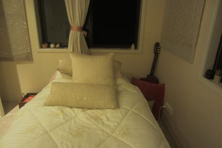 Beautiful quiet room in great house - Caringbah South