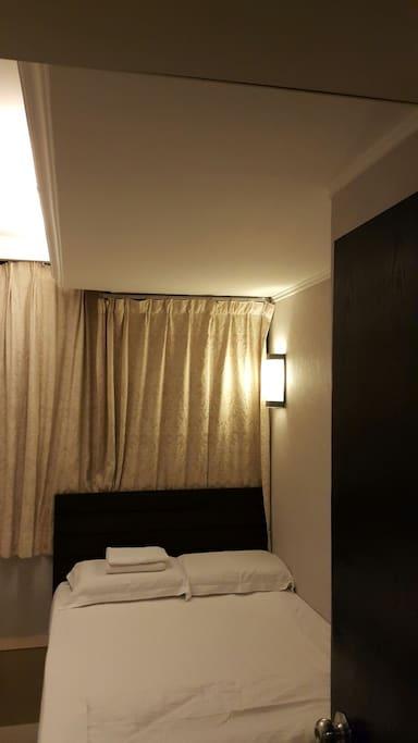 一張雙人床每晚HK$340