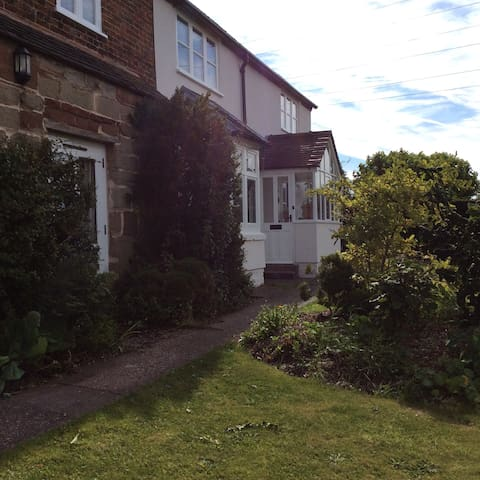 Quiet independent suite in peaceful location - Stafford - Apartament
