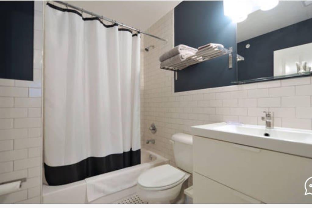 Cardinal room bath