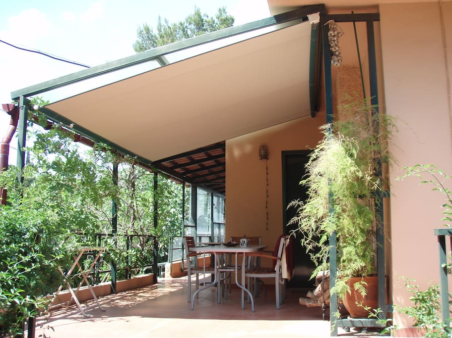 The western veranda with view to the mountain
