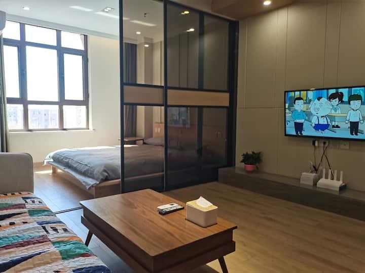张家口中心高档公寓,精装修可做饭,高速,市中心,景点,医院都是几分钟的时间