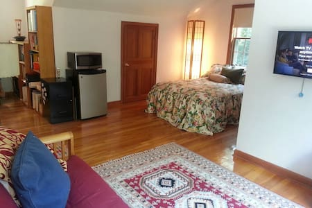 Cozy private room 8 mins from UCONN - Mansfield - Casa