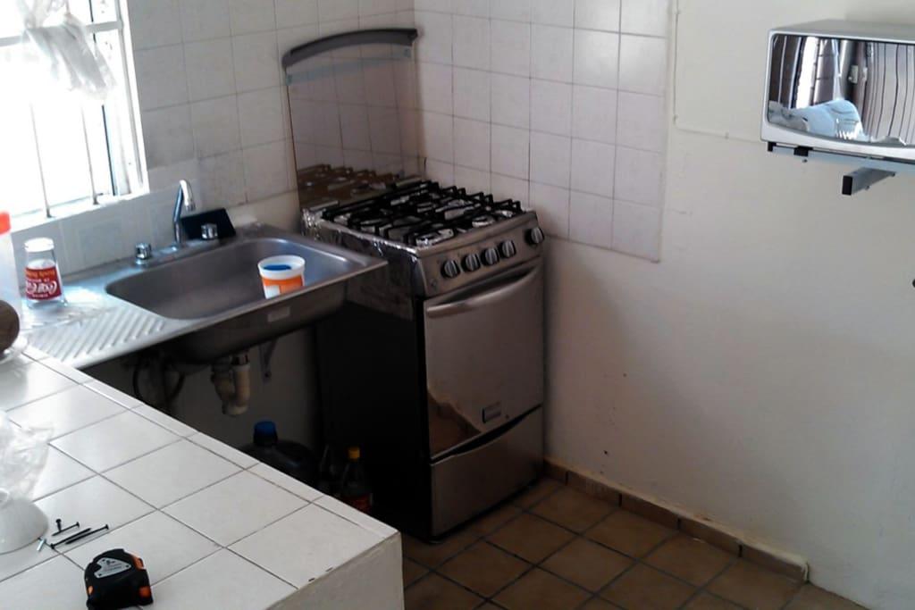 Estufa a gas y horno microondas NUEVOS