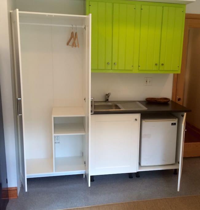 Full wardrobe mini-refrigerator