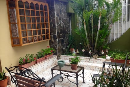 Rooms for rent close to San Pedro - Sabanilla - Bed & Breakfast