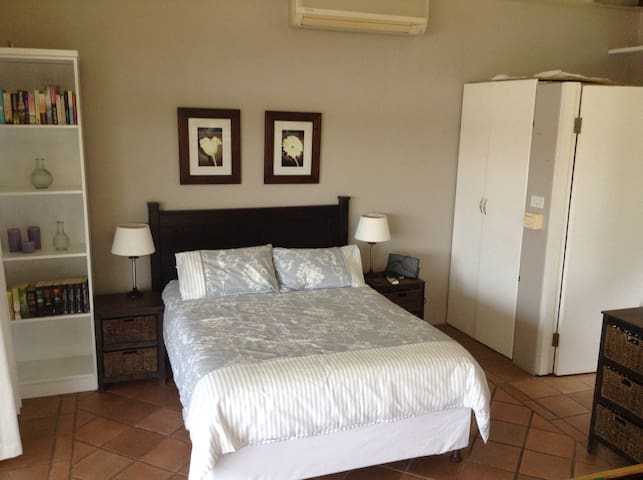 Open plan flatlet - Durban North - Dom