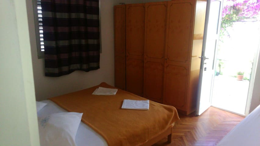 Cozy apartman for 4 person (max 5) - Drvenik - Apartemen