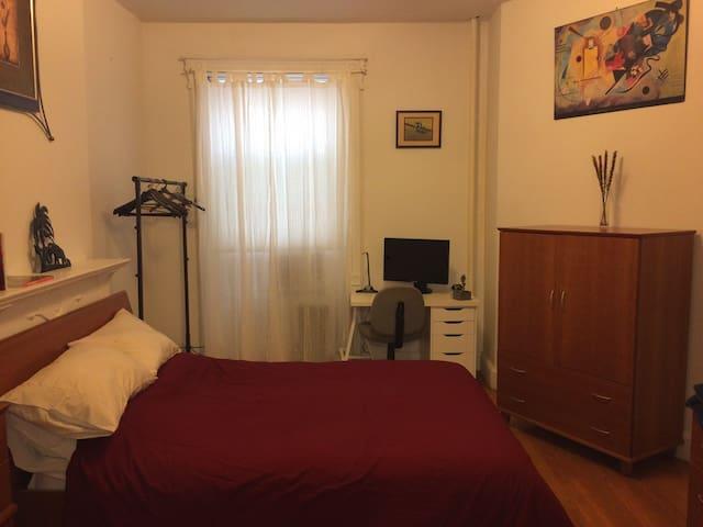 Lg Prospect Hts Room at Brooklyn&Breakfast