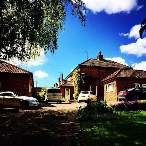 The Willows, pool and hot tub - Frome - Bungalow