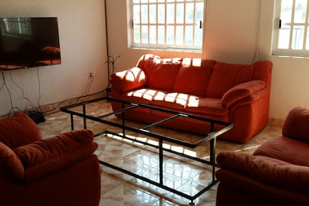 Private room 5 min from airport