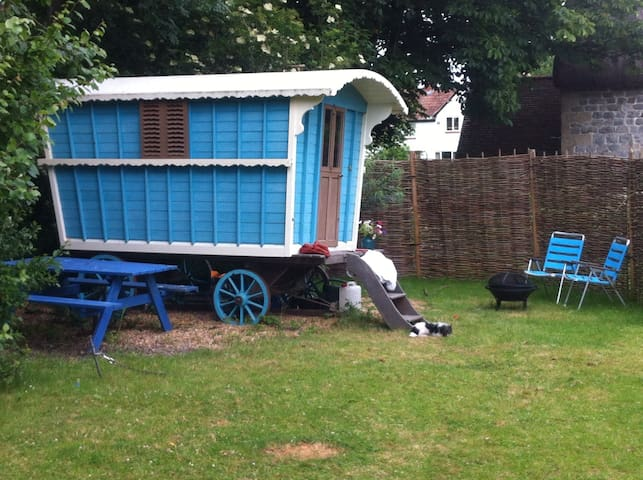 Gypsy wagon in the garden - Marlborough - Diğer