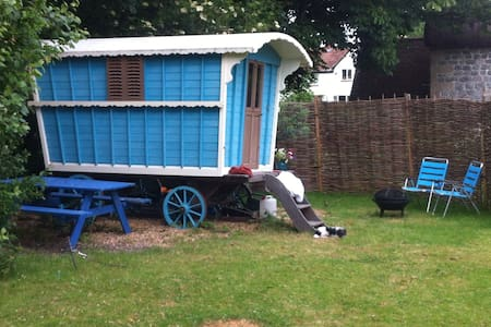 Gypsy wagon in the garden - Marlborough - Andre