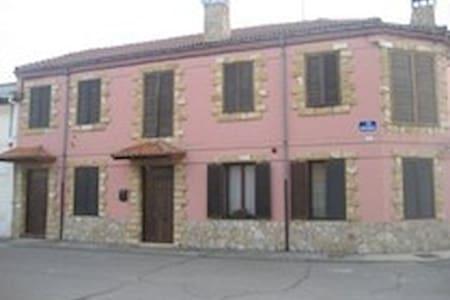Casa de Labradores restaurada - Soto de la Vega - Ev