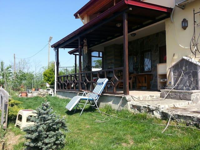 Ön taraf ve güneşlenme verandası