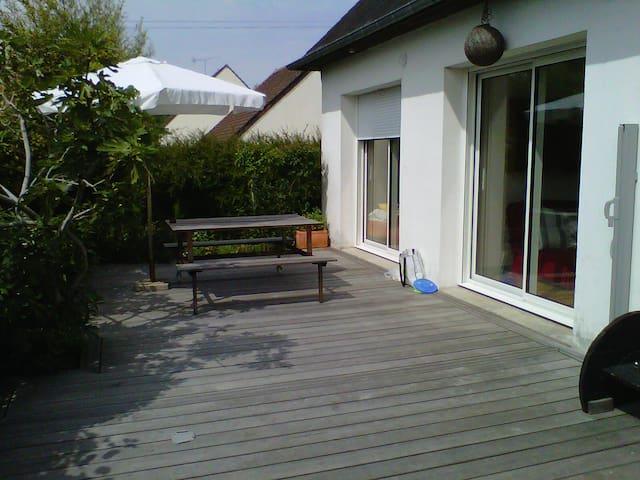 F 3 dans pavillon, terrasse, jardin - Douvres-la-Délivrande - Maison
