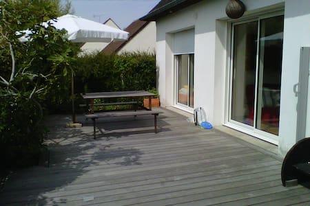 F 3 dans pavillon, terrasse, jardin - Douvres-la-Délivrande
