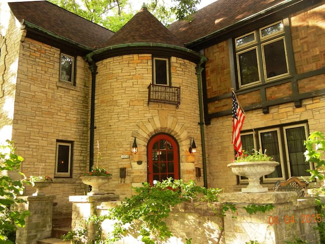 Lake Michigan Tudor - Milwaukee - Şehir evi