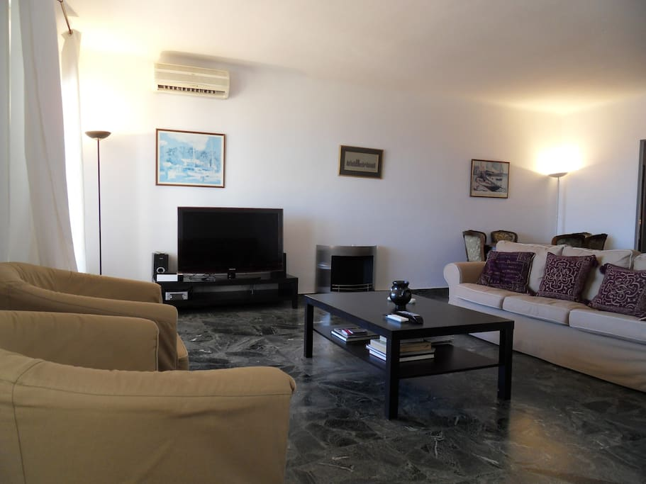 fully equiped living room, large tv wifi access hifi