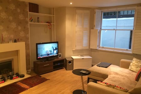 Victorian riverside flat in central London - London