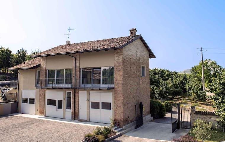 Cascina Goretta nelle Langhe - La Morra - บ้าน