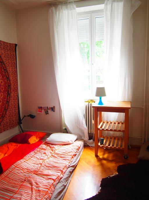 sch ne gem tliche kleine wohnung basel basel stadt. Black Bedroom Furniture Sets. Home Design Ideas