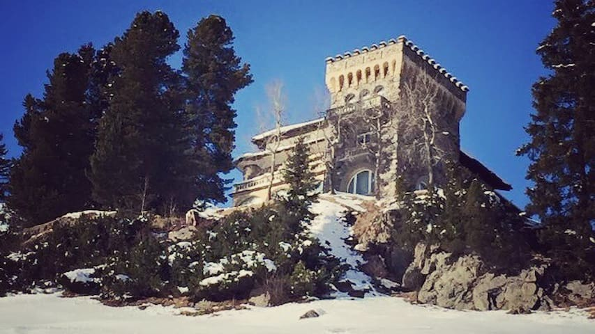 Living in the Castle - Davos - Kastély