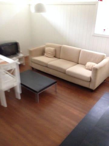 Cozy Room in garden city apartment - Stabekk - Daire