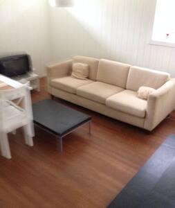 Cozy Room in garden city apartment - Stabekk - Wohnung