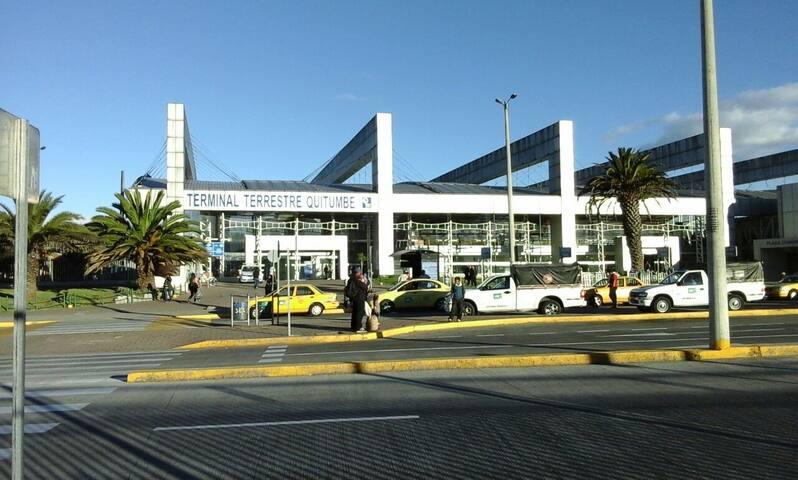 Cerca del Terminal de Buses Quito - Quito - Bed & Breakfast