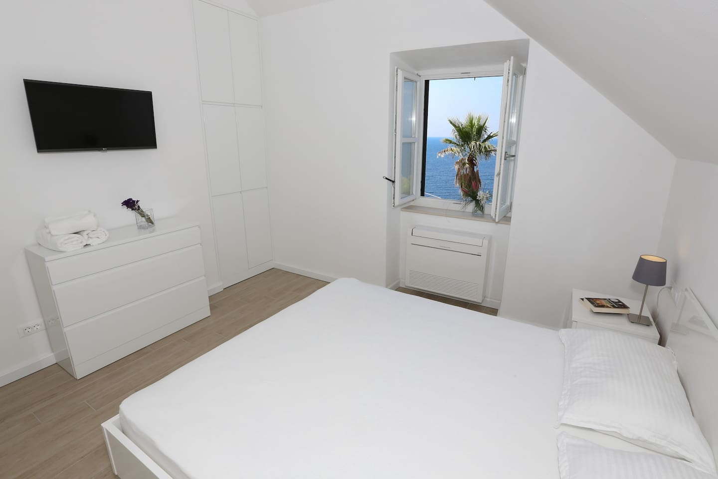 Welcome to White & co Apartment in Dubrovnik!  Enjoy the gorgeous sea views and rejuvenate while staying in the city!