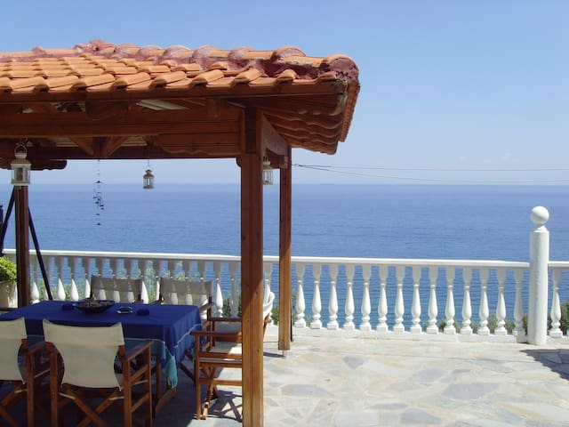 Beachfront Villa At The Foot Of Mount Olympus - Platamonas - Villa