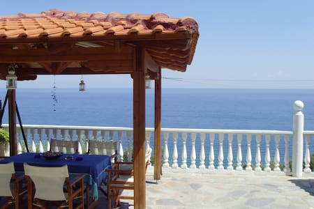 Beachfront Villa At The Foot Of Mount Olympus - Platamonas