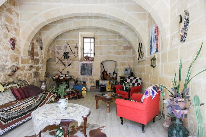 Private room in charming farmhouse - Xaghra - House
