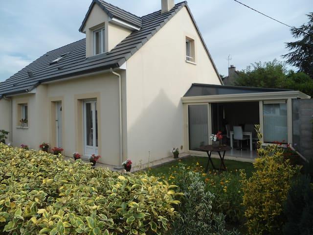 maison spacieuse proche centre - Alençon - House