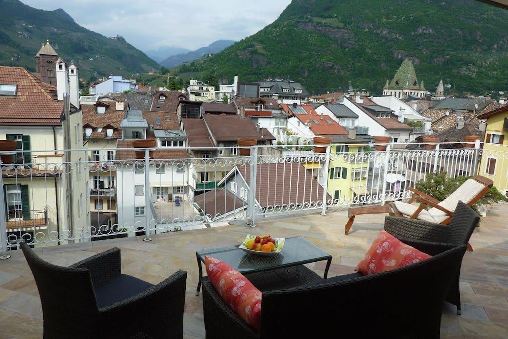 Apt centro storico grande terrazzo appartamenti in for Appartamenti in affitto arredati a bolzano