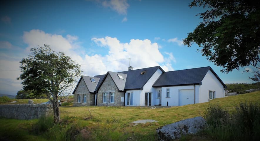 Atlantic bay view Donegal house - Lettermacaward - Casa