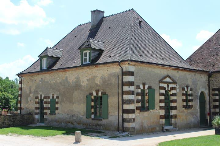 Maison de charme pour 20 personnes - Sens-Beaujeu - Hus