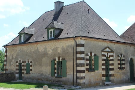 Maison de charme pour 20 personnes - Sens-Beaujeu - House